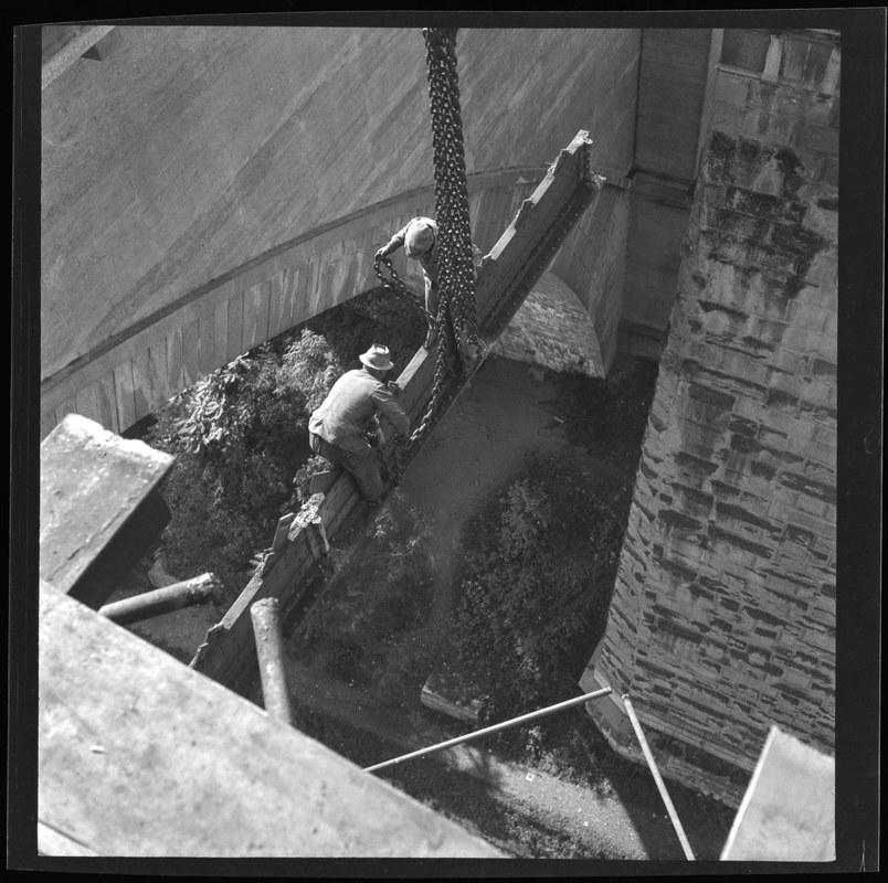 Abbruch der roten Brücke, Januar 1942. N Eugen Thierstein 316/27. Vergrösserte Ansicht
